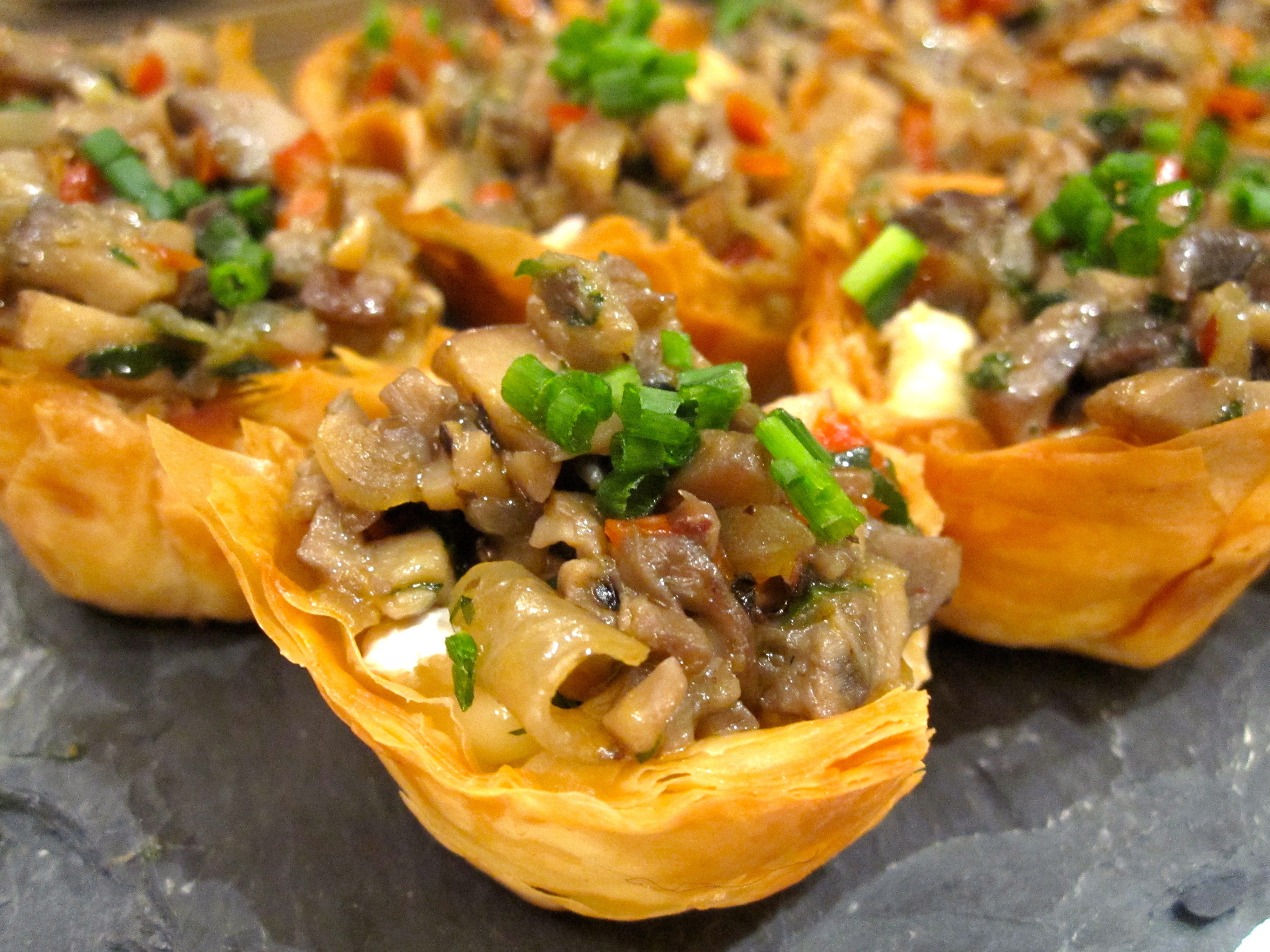 Mushroom brie phyllo tartlets six twists for Phyllo dough recipes appetizers indian
